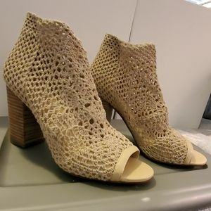 crochet shoes beige